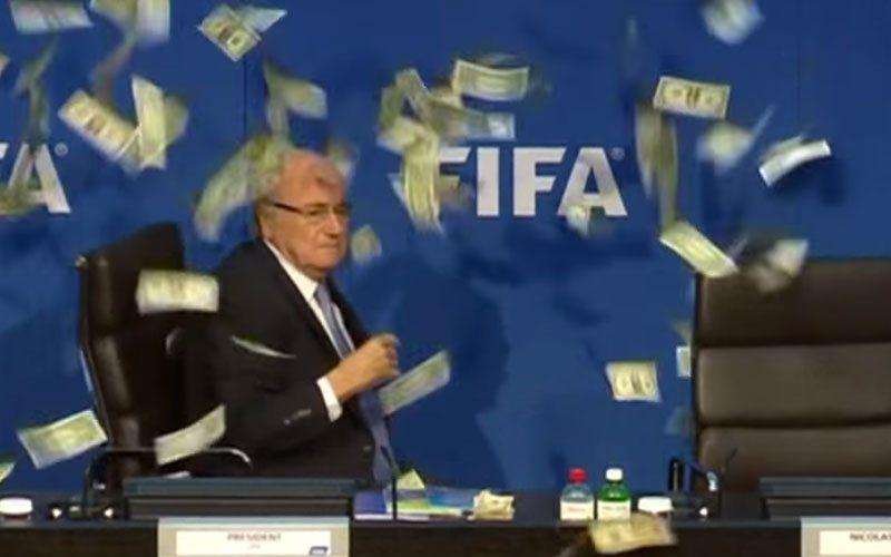 Blatter-bekogelaar gooide ECHT geld
