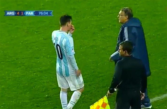 Messi beveelt coach te wisselen