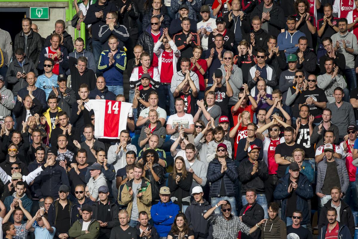 Walgelijk spandoek tijdens Vitesse – Ajax