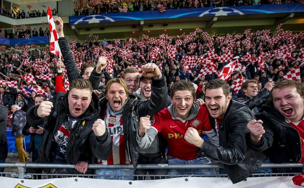 PSV-fans houden selectie Atletico wakker
