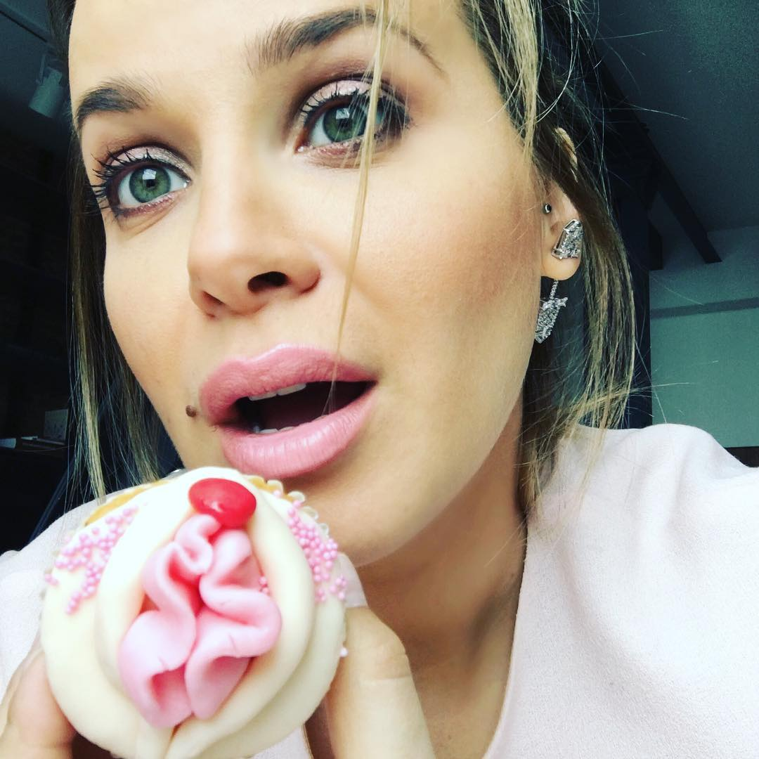 Victoria Koblenko hapt in dit kinky snoepgoed