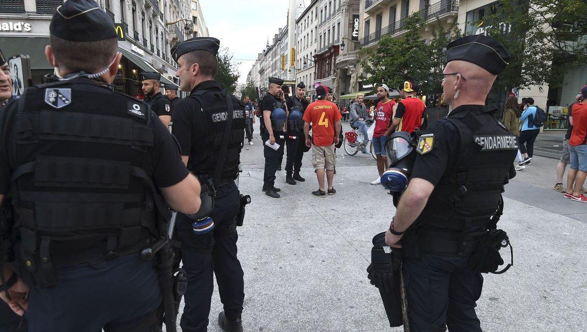 Belgische en Franse fan neergestoken