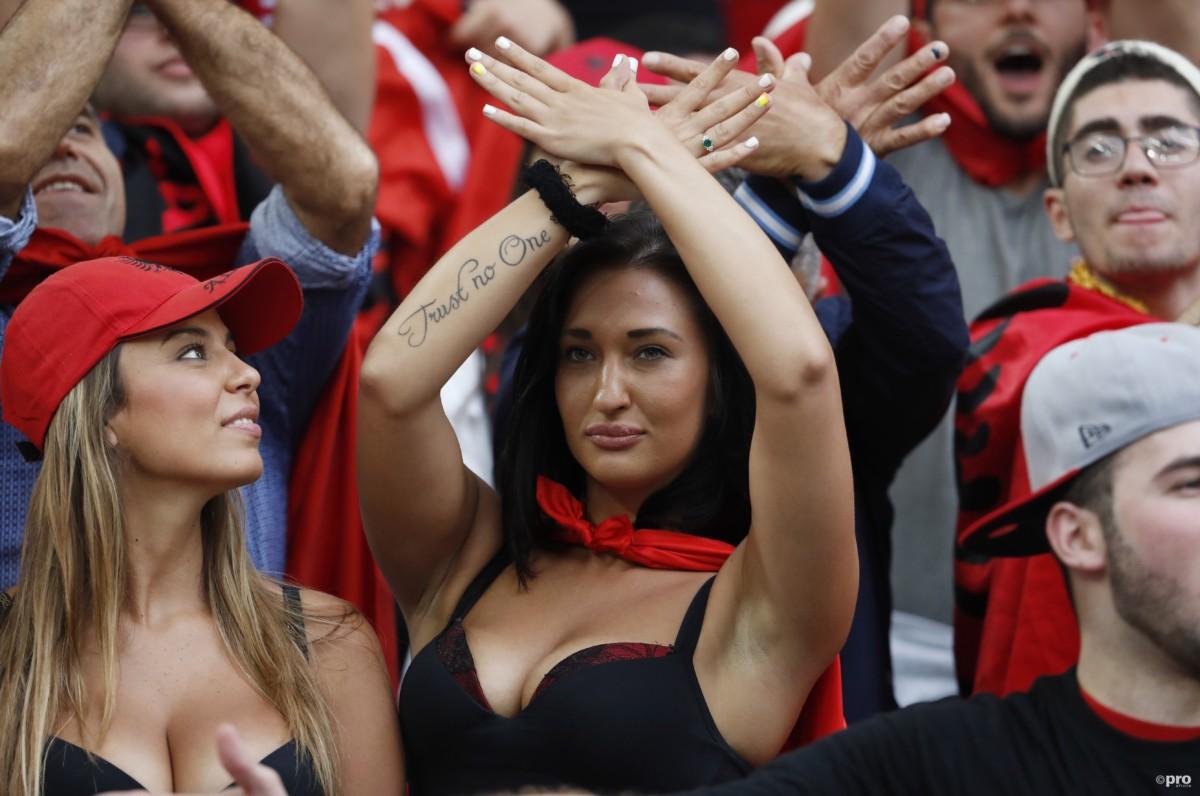 Vrouwelijke fans Albanië