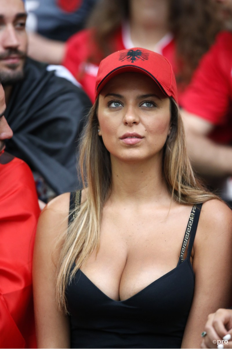 vrouwelijke-fans-albanie-6