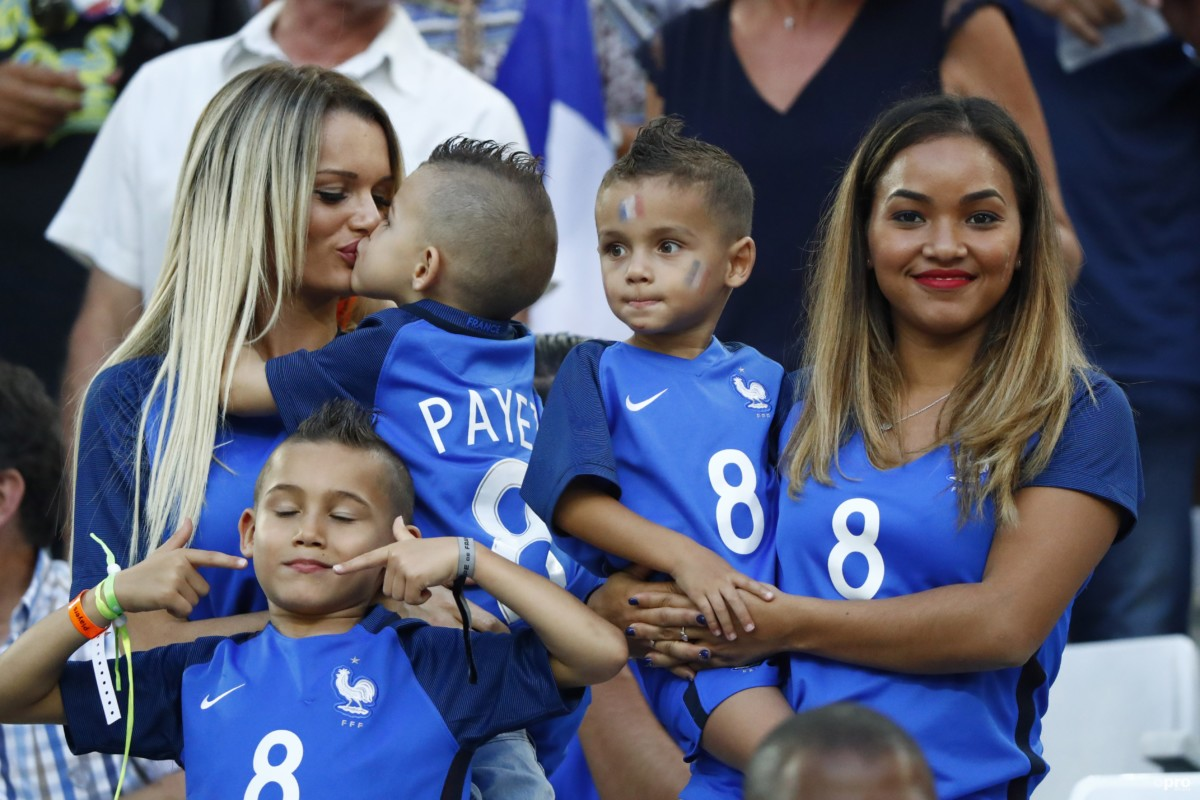 Lekker hoor! Zo beloonden de Franse voetbalvrouwen hun mannen