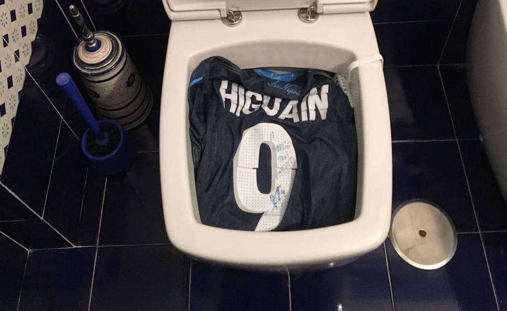 Shirt Higuaín doorgespoeld en afgebrand