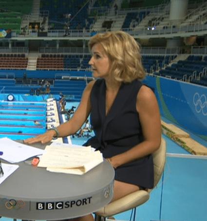 BBC-presentatrice doet jurkje omhoog op televisie