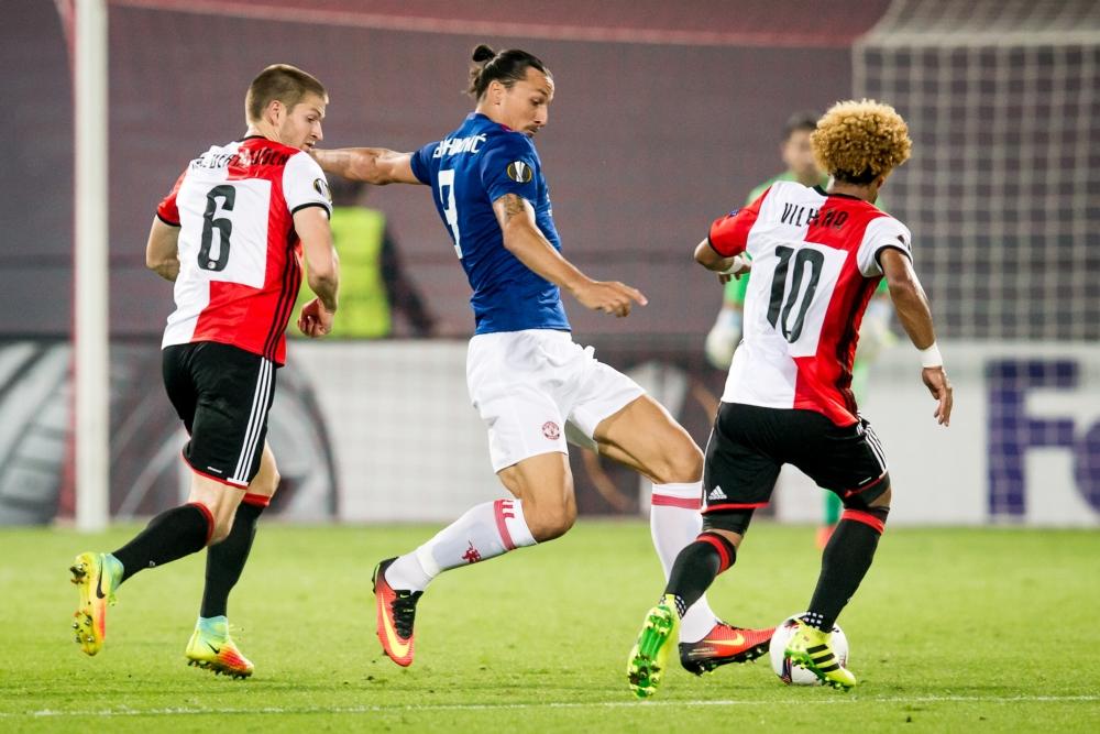 Feyenoord-fans zingen schandalig lied bij invalbeurt Zlatan