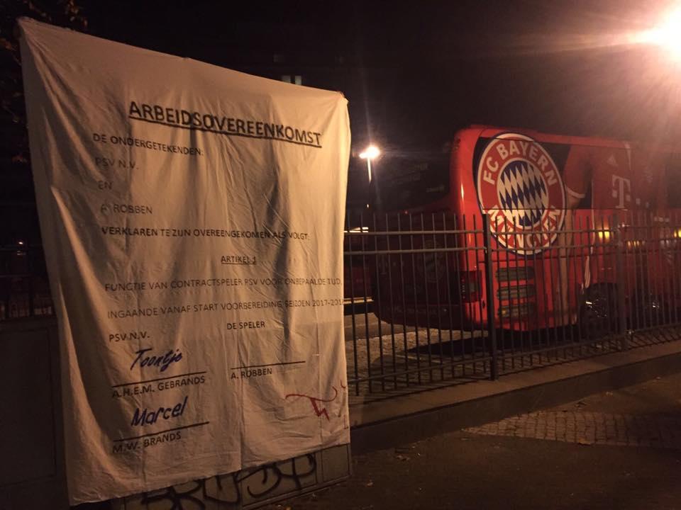 PSV-fans verrassen Arjen Robben met levensgroot contract