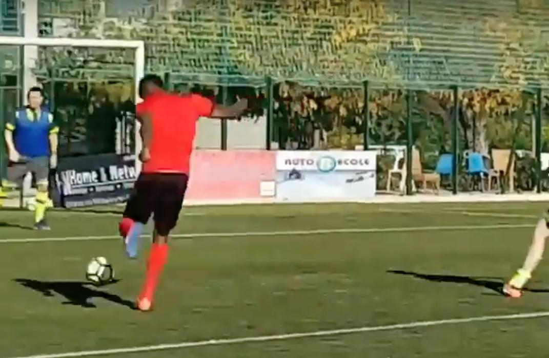 Bolt voetbalt bij Franse club, maar kan het voor geen meter