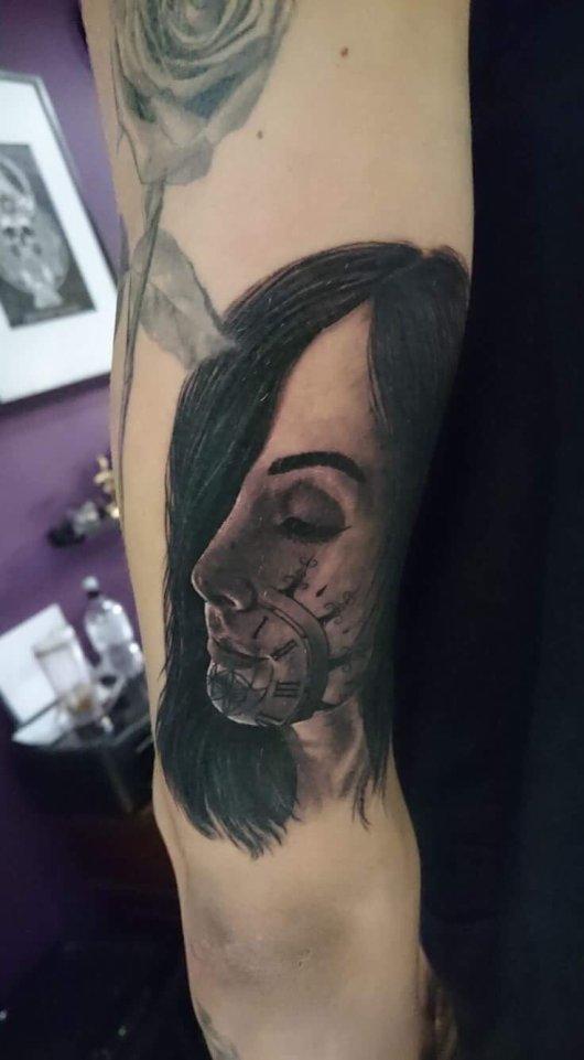 Tattoo Stones vrouw