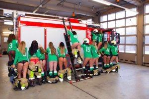 Meisjesteam veroorzaakt rel met deze pikante foto