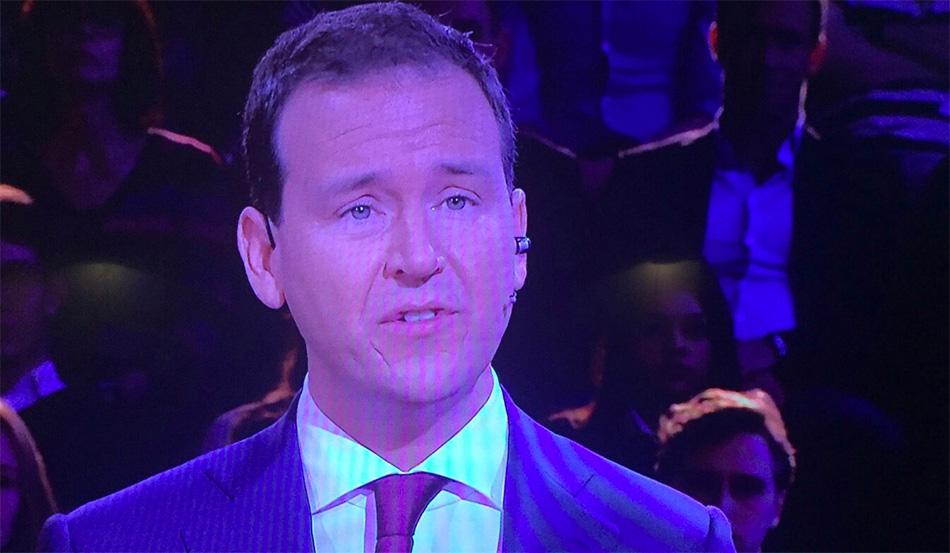 Woeste Asscher slacht Johan Derksen in debat