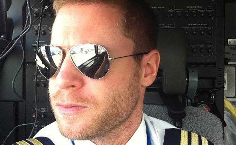Stewardess dating leven