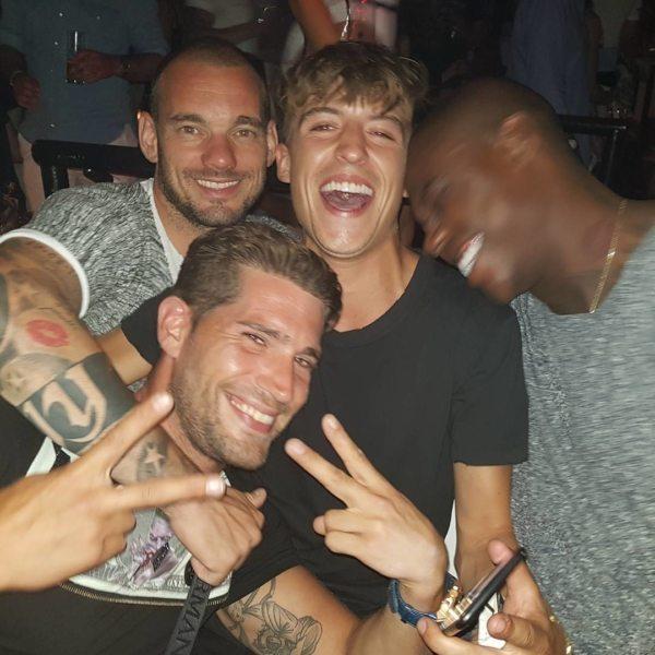 Lil' Kleine chillt met Wesley Sneijder