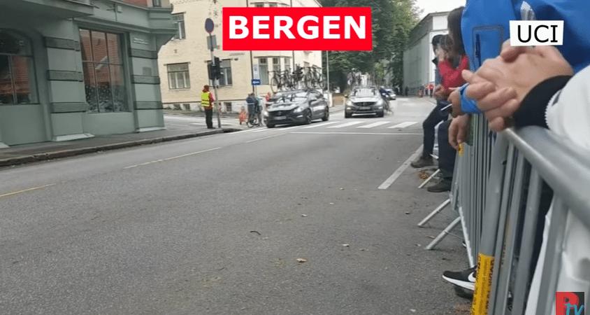 Keiharde crash door aanrijding bij WK Wielrennen