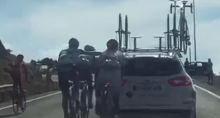 Wielrenners uit Vuelta gezet voor 'auto-hangen'