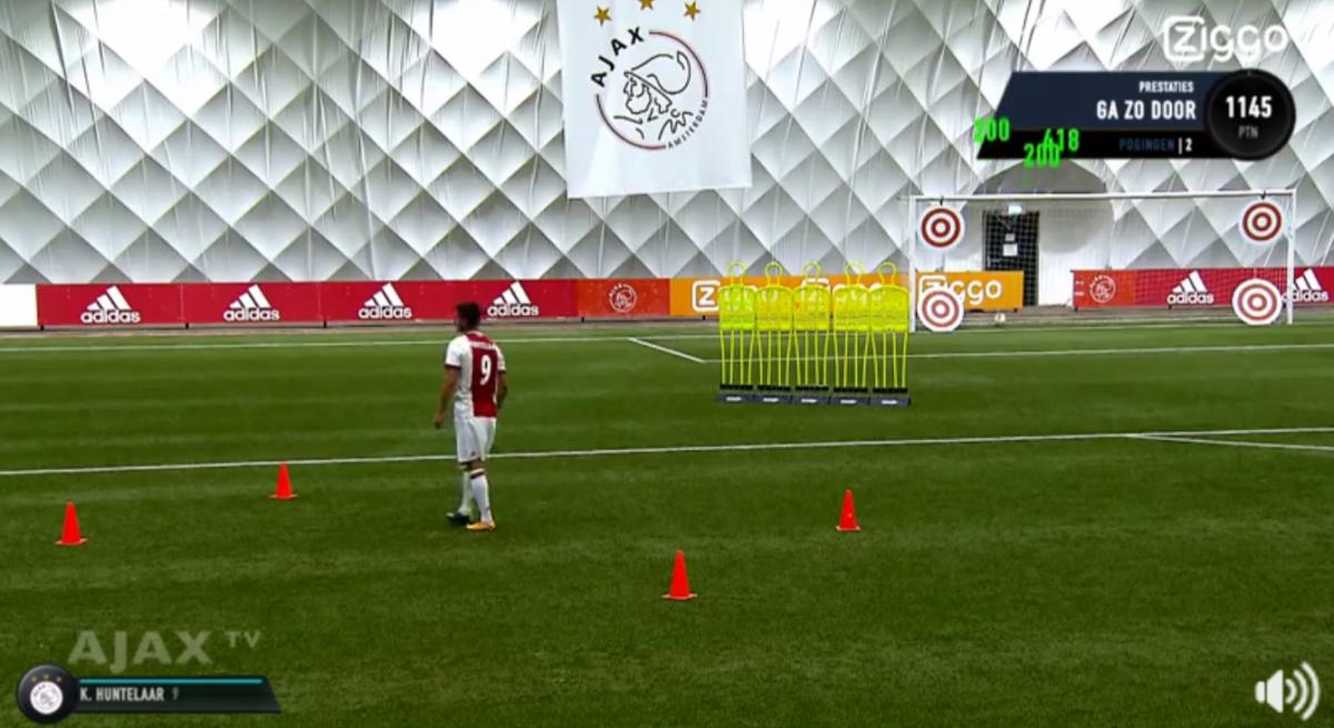 De FIFA-skills van Klaas Jan Huntelaar