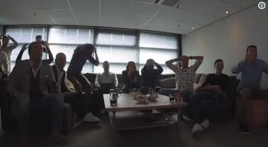 Studio ontploft bij crash Verstappen