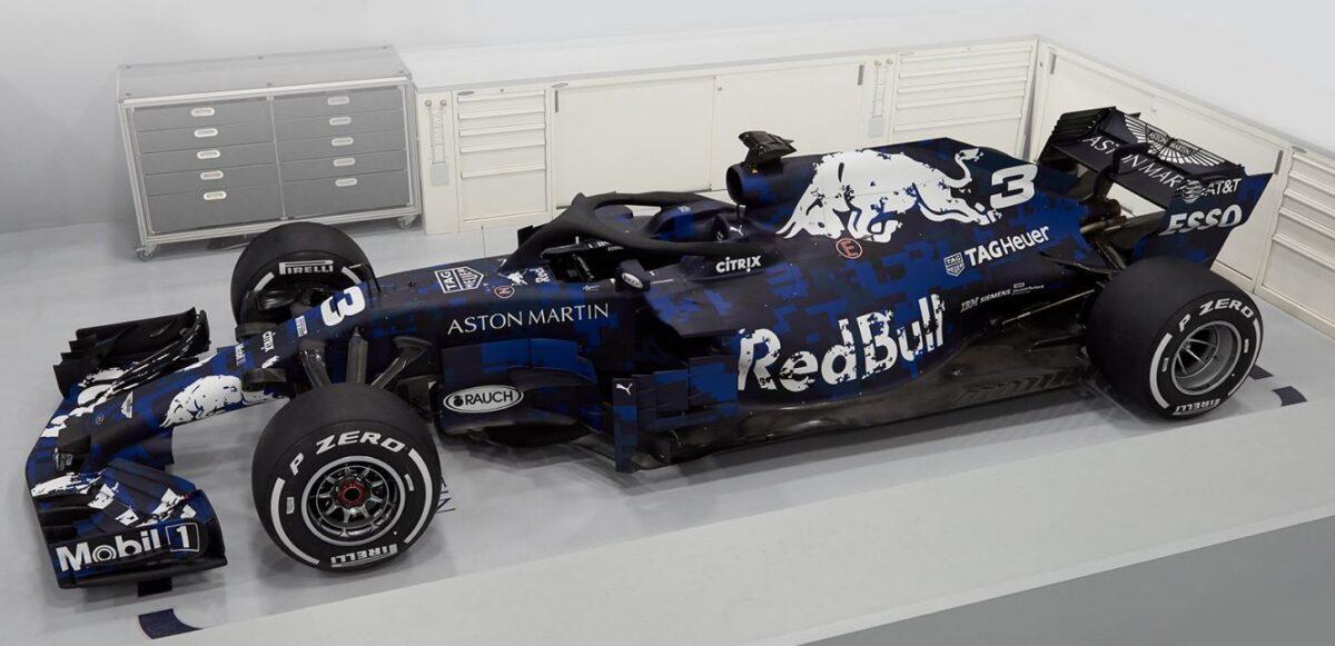 Dit is de raceauto RB14 van Max Verstappen