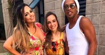 Eens een baas, altijd een baas: Ronaldinho trouwt met twee vrouwen