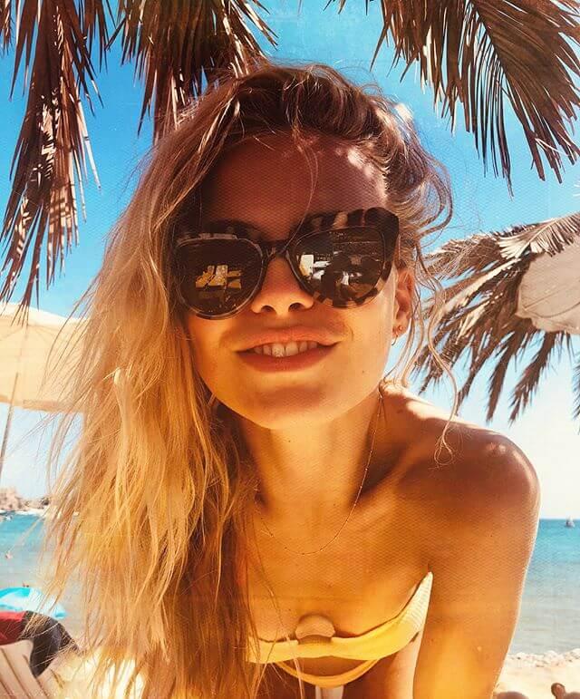 AnneKee Molenaar op het strand