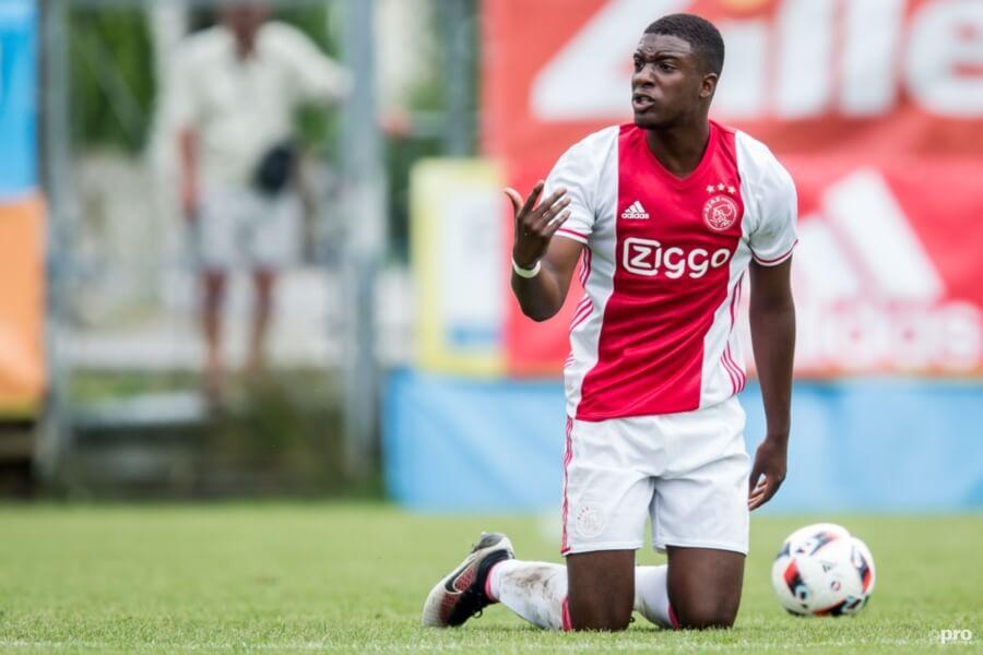 Riechedly Bazoer voor Ajax