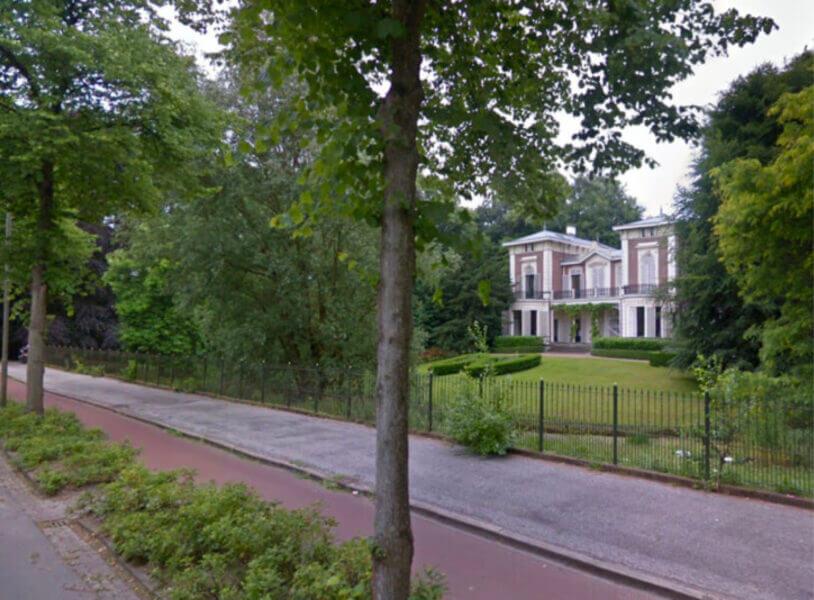 Dit is het prachtige landhuis van Arjen Robben in Groningen