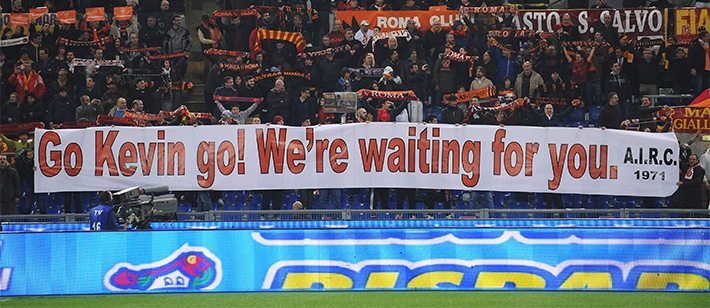AS Roma-supporters steunen Kevin Strootman. ©Pro Shots