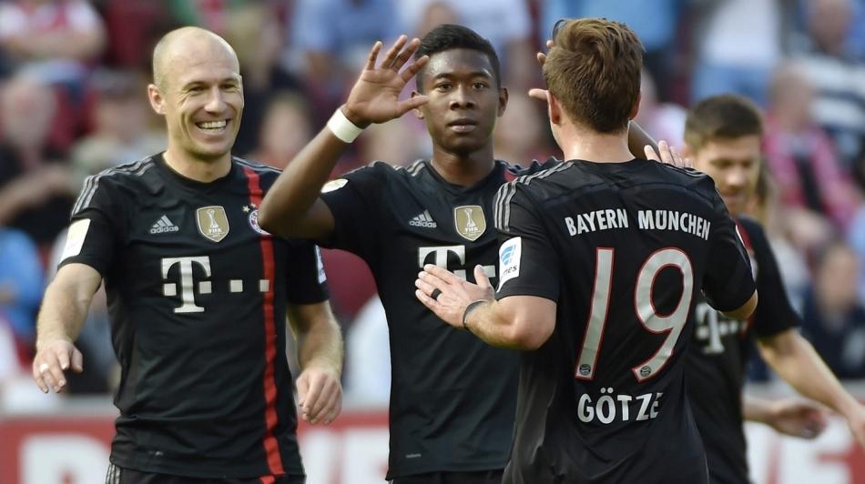 Bayern-ster poseert in tangaslip