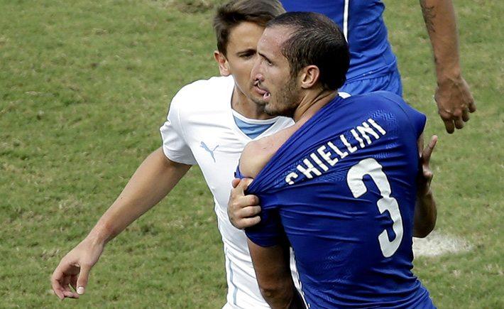 Chiellini laat zijn beet zien. © http://usatftw.files.wordpress.com