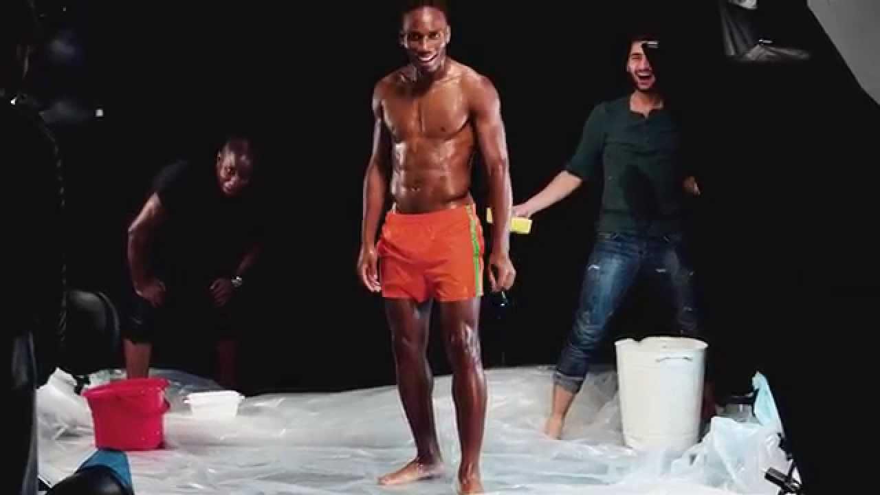 Drogba in reclame voor mannenondergoed