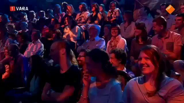 Jack van Gelder's 'Dennis Bergkamp' in hilarisch nieuw jasje
