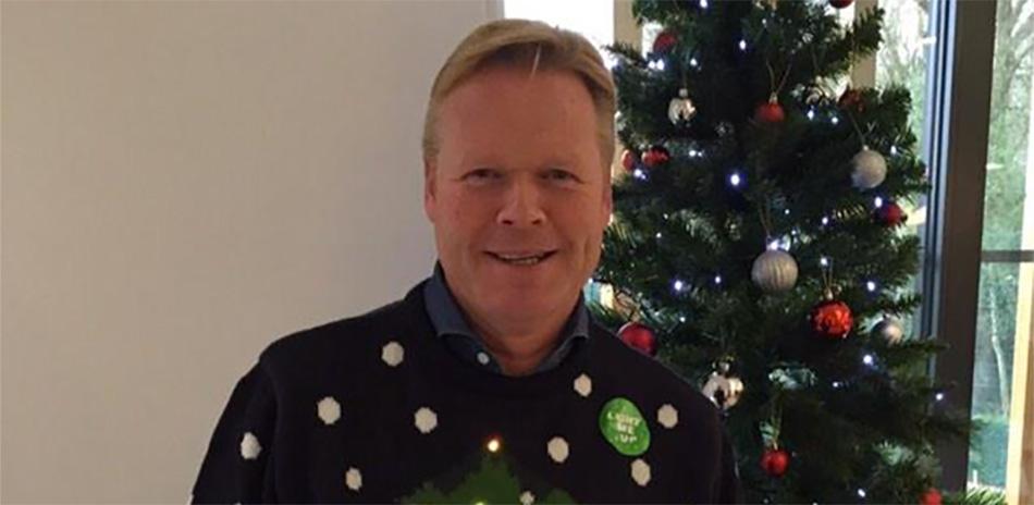 Da's schrikken: Koeman in afgrijselijke kersttrui