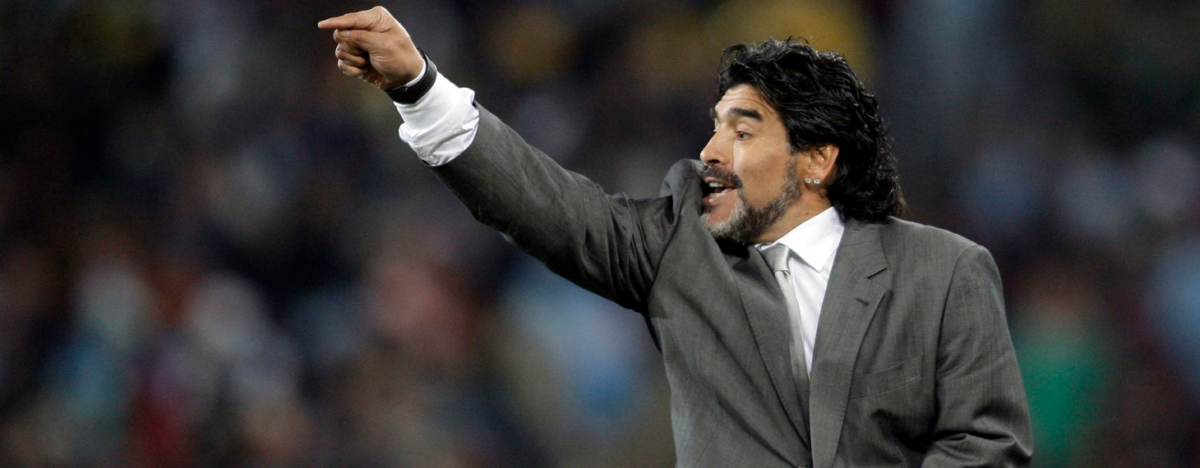 Maradona looft Seedorf