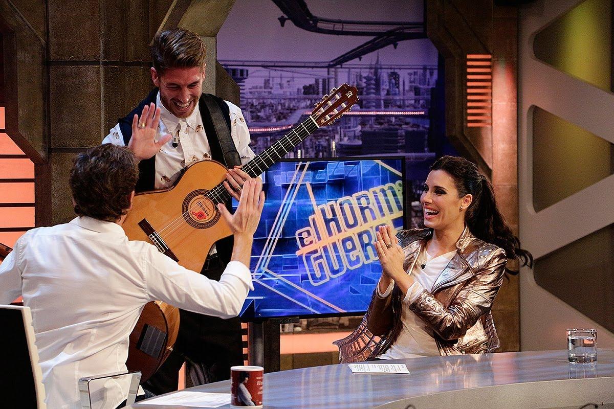 Ramos zingt voor chick op TV