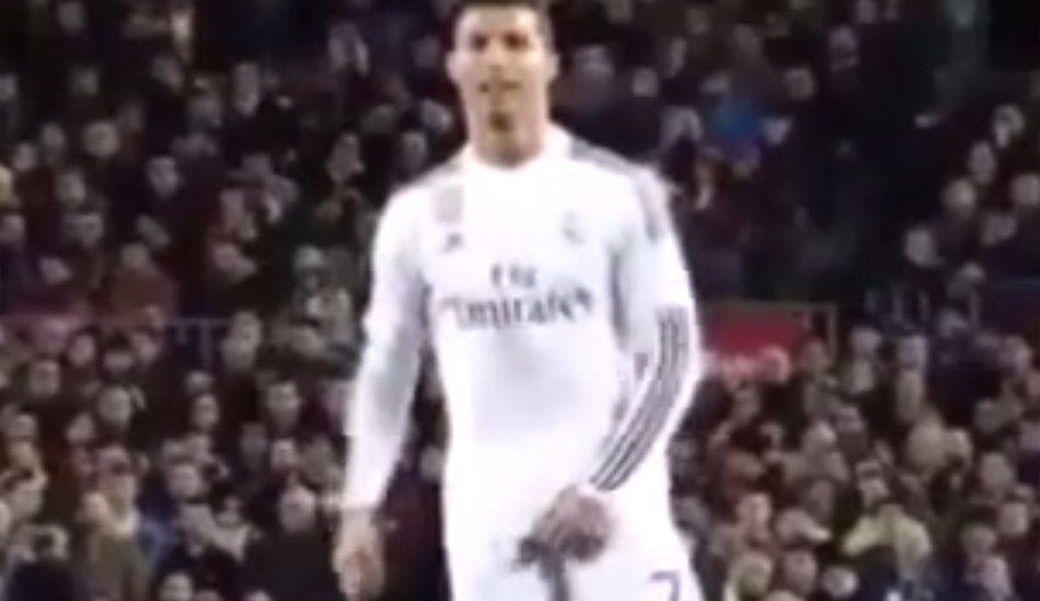 WTF! Ronaldo laat scheids zijn ballen zien