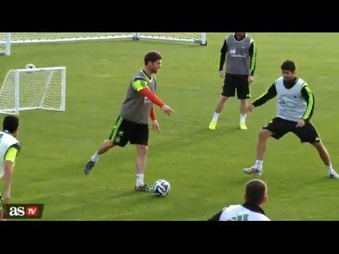 Spanje oefent tiki-taka op de training